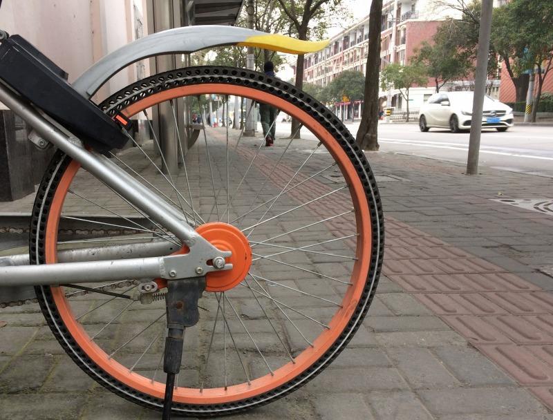 ノーパンクタイヤを使ってた、中国のレンタルバイクMobike(自転車)